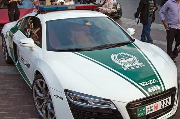 Зеленый цыет полицейской Ауди R8