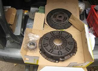 распакованная коробка с комплектом сцепления ауди 80 1.8